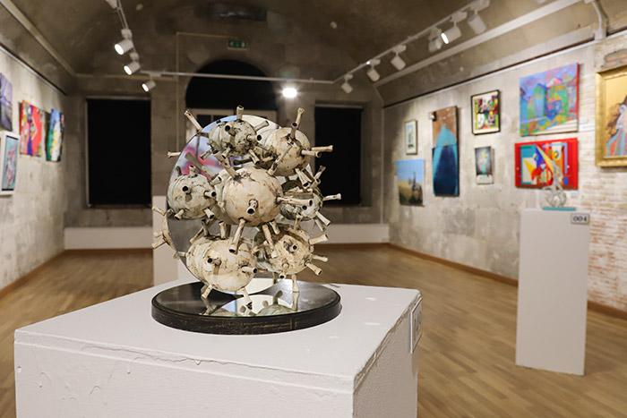 Gustavo Bacarisas Exhibition Gallery Image